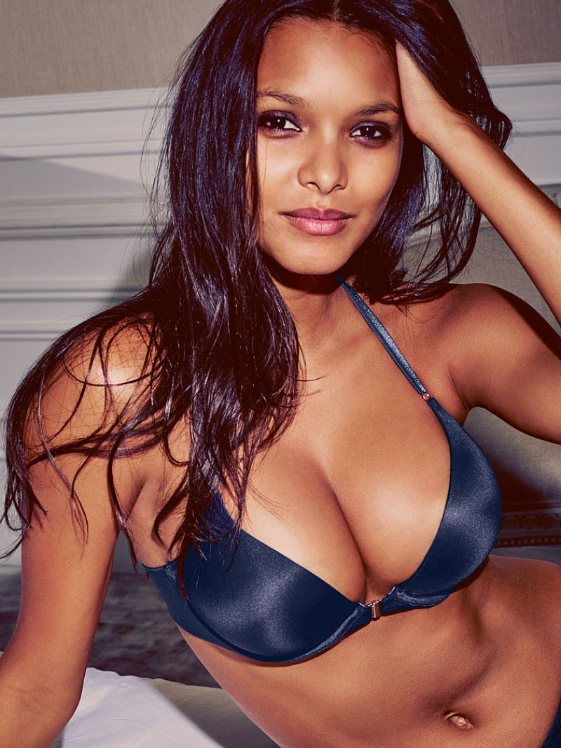 lais-ribeiro-victoria-s-secret-september-2015-poitrine