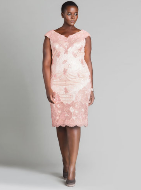 Philomena en robe rose